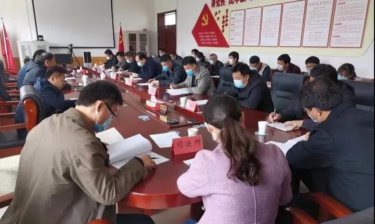 董家街道召开扶贫开发领导小组成员会议