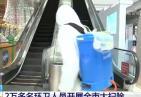 湖北武汉2万多环卫人员全市大扫除 你认真的样子真好看