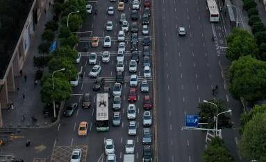 """[真相]武汉出现小范围堵车成最美""""拥堵红"""" 城"""