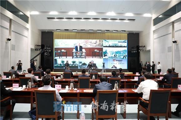 济南市与华润集团重大项目合作推进会举行 孙立成讲话 孙述涛主持