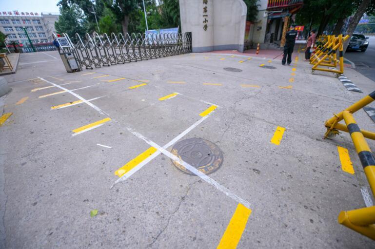 """济南:""""小神兽""""下周开学 校门口增设多种标志线"""