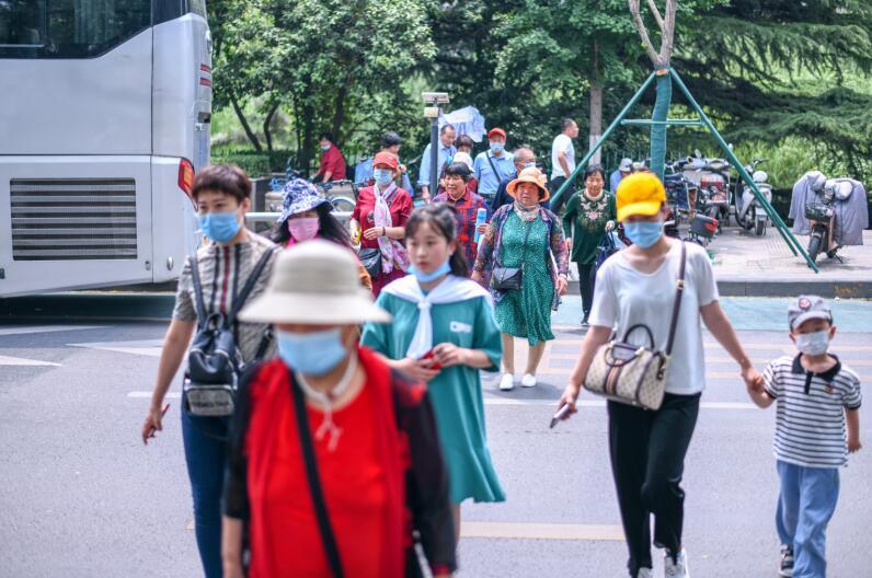 泉城迎来春节后首个千人旅游团