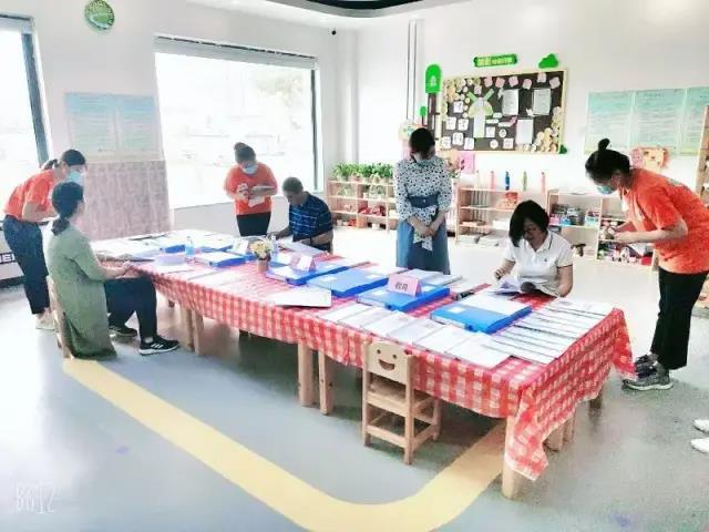 王舍人街道多部门联合对幼儿园、培训机构进行开学前核验检查