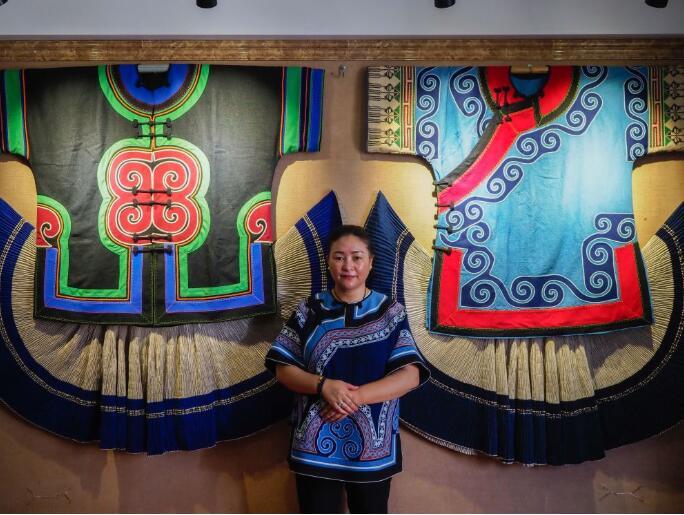 刺绣帮助四川凉山妇女过上自立富足生活