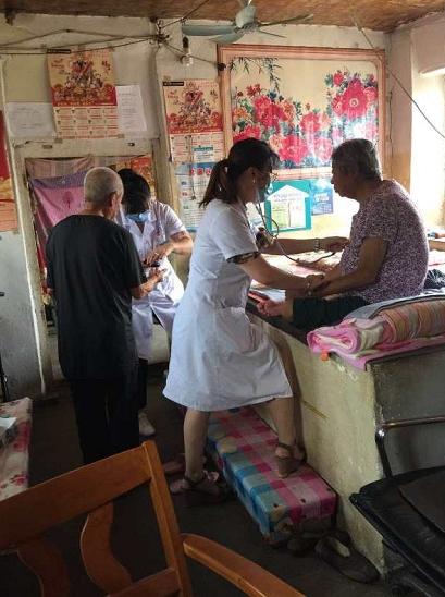 莱山卫健局黄海路街道社区卫生服务中心党支部开展主题党日活动助力健康扶贫