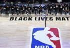 NBA球员集体下跪抗议什么情况?怎么回事?终于真相了,原来是这样!