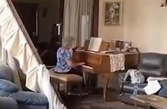 【感動你我】黎巴嫩奶奶在破損房間中彈鋼琴是怎么回事?一切都會好起來的!