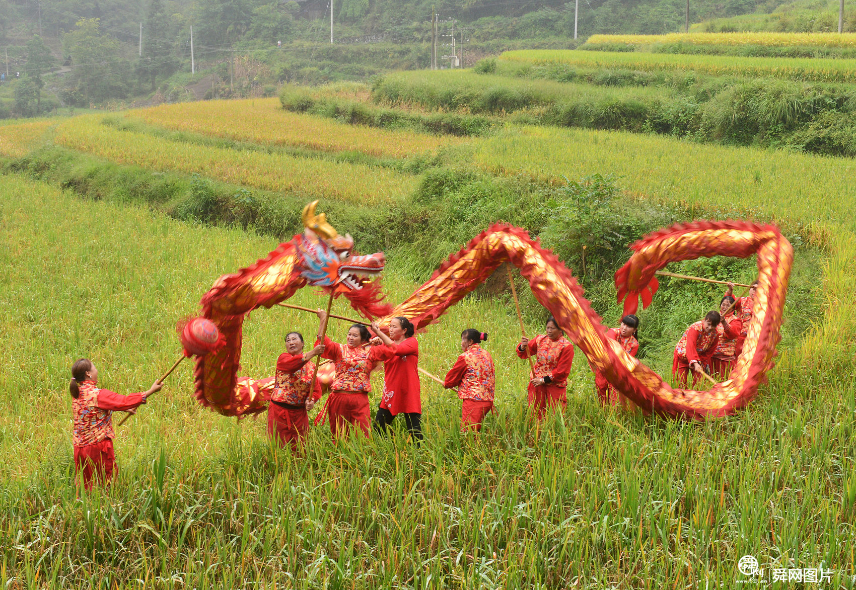 /wanxiang/2020-09-13/贵州开阳:村民舞龙庆丰收