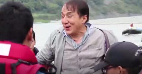 [Situation dangereuse]Jackie Chan s'est accidentellement noyé alors qu'il tournait un nouveau film.