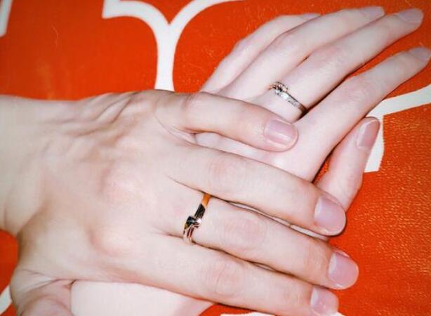 好事将近?张檬金恩圣戴情侣对戒,不结婚都很难收场了!