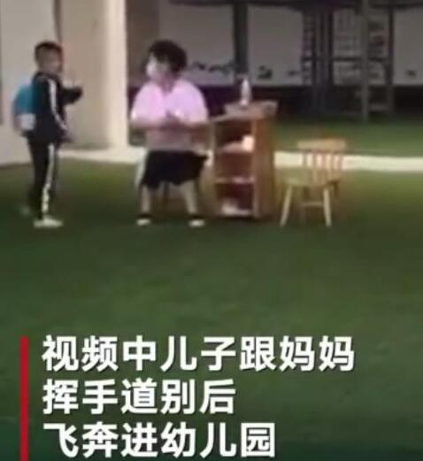 暖哭!飞奔进幼儿园只为目送妈妈离开:妈妈是孩子眼中的唯一!