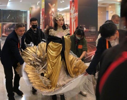 惊艳!金鹰女神宋茜出场方式 谭松韵关晓彤万茜的穿搭造型也不差