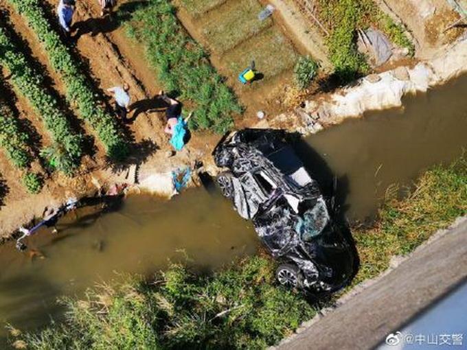 假的!交警辟谣把千斤顶当警示牌致车祸 具体事故原因是什么?