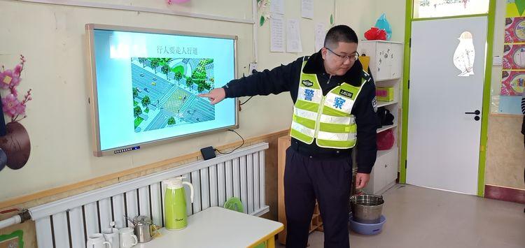 山大路街道:安全教育交通宣传进校园 安全知识伴成长