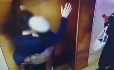 电梯间遭女孩强吻男子发声,称被女孩深深吸引,网友直呼好家伙!