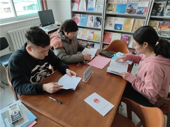 东风街道化纤社区新时代文明实践站开展垃圾分类宣传活动