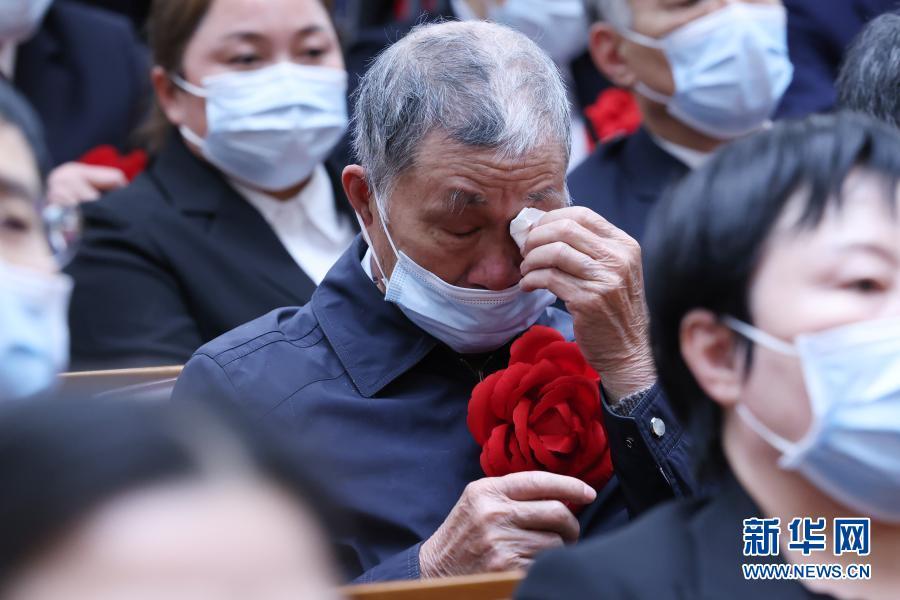 待到胜利时 替女儿戴上大红花