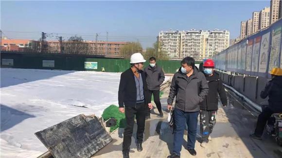 东风街道纪工委联合环保所对在建工地开展监督检查