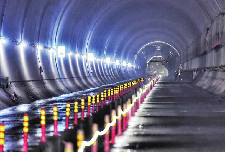 济莱高铁最长隧道出口段成功贯通 全线计划于2022年底通车