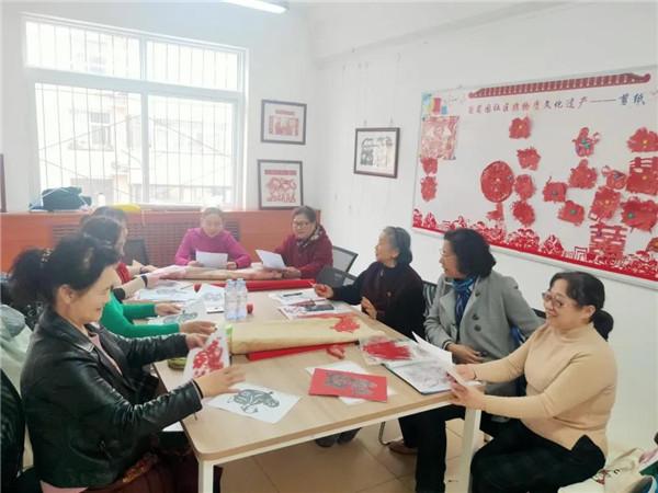东风街道葡萄园社区开展剪纸系列活动