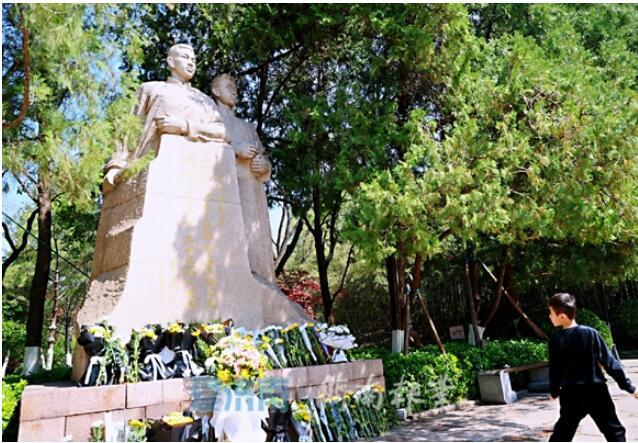 孫立成參觀瞻仰中共山東省委機關舊址和王盡美鄧恩銘紀念廣場