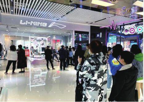 李寧、安踏等國產品牌被鞋販子盯上 原價一千多元賣四萬多元,暴漲31倍
