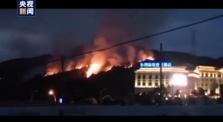 村民扫墓引发山火 目前火势已得到有效控制
