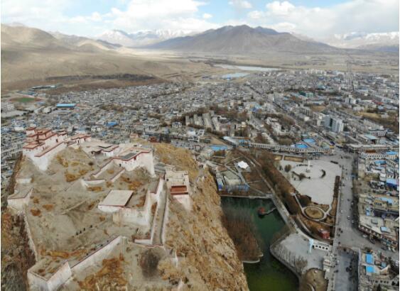 """新華全媒+丨70年,""""英雄城""""換了人間——西藏江孜宗山腳下的瞻思"""
