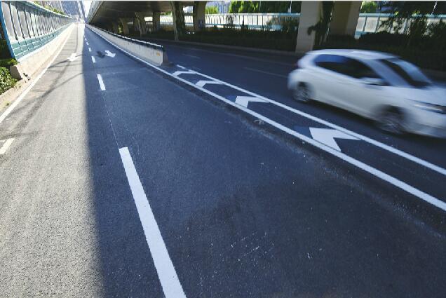 北园高架济泺路、纬二路下桥口今恢复通行 封闭了四年半,下桥口的地面道路由单车道变双车道