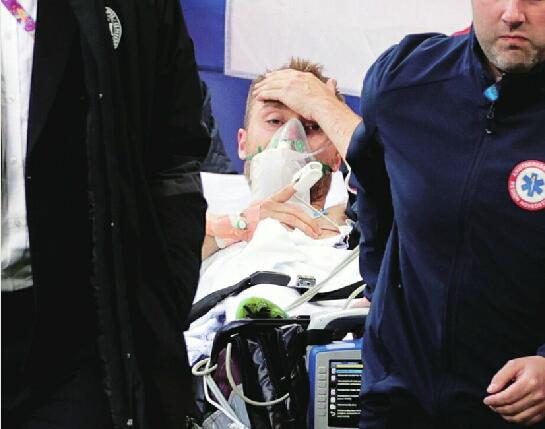 """欧洲杯上演""""完美抢救""""AED除颤..."""