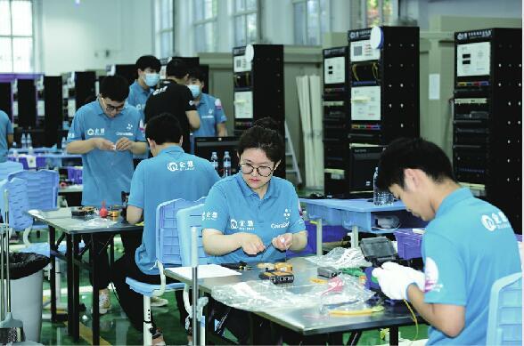 31家省级主管部门人员参赛 8小时竞技比拼 全国职业技能大赛中职组网络布线赛开赛