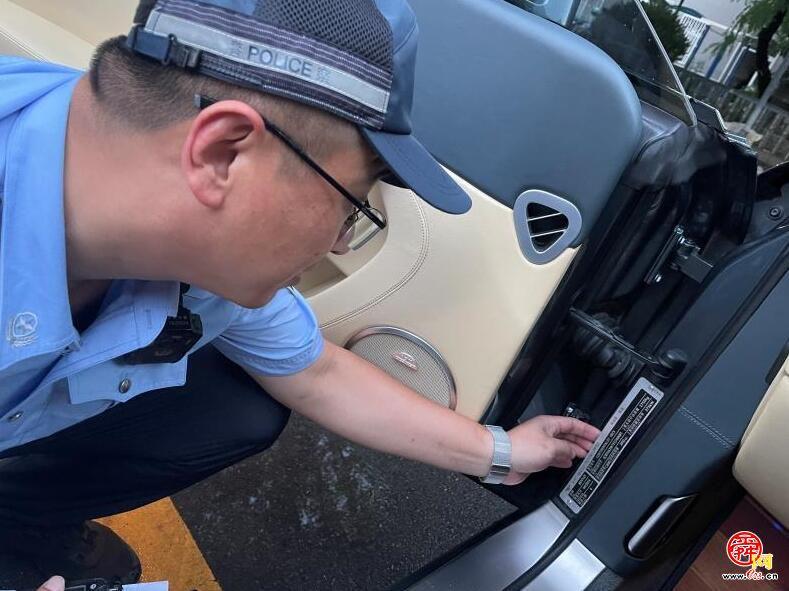 """济南交警查获豪车""""大户"""" 一人坐拥三辆豪车全是套牌"""
