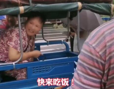 中滴很!河南大姨霸总式发方便面,郑州这些画面太暖了!