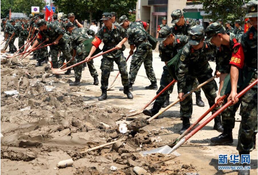 郑州:清淤排涝 恢复重建