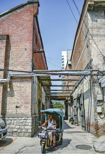 老厂区锁住怀旧时光