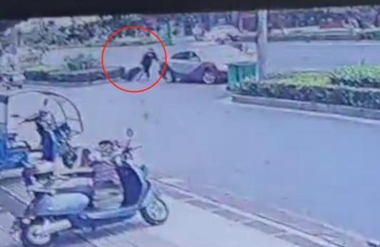 """江西""""皮箱藏尸案""""嫌疑人被抓获 受害女子身份确认,嫌疑人曾是ktv营销部经理,其朋友圈曝光!"""
