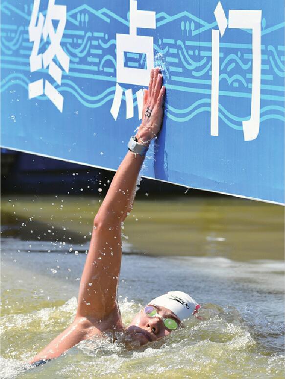 全运马拉松游泳女子10公里公开水域比赛:济南姑娘辛鑫实现三连冠 力争巴黎奥运有新作为