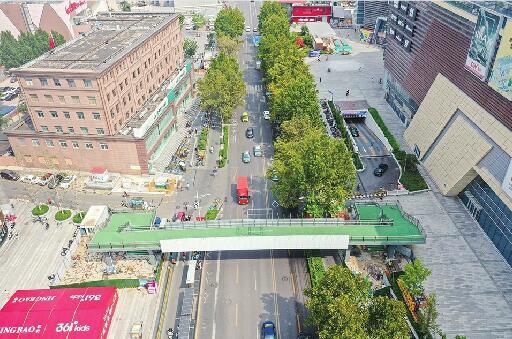 洪家楼商圈过街天桥主体完工