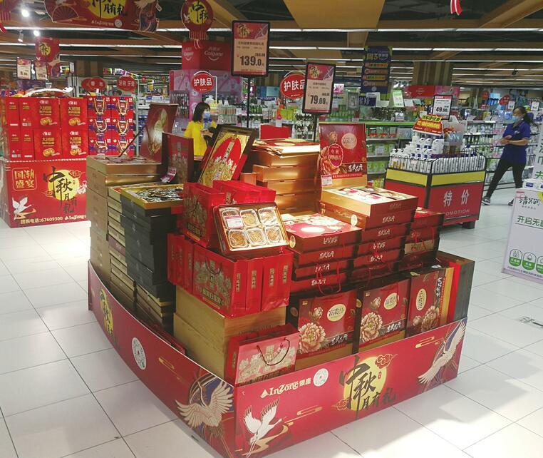 """【我们的节日·中秋】""""猫山王""""""""玫瑰荔枝""""的月饼你吃过吗?散装比精装畅销 新奇口味线上卖断货"""
