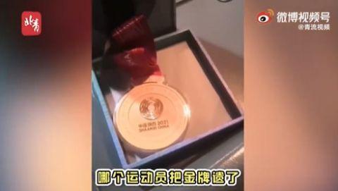 冲上热搜!司机捡到全运会金牌误以为是月饼