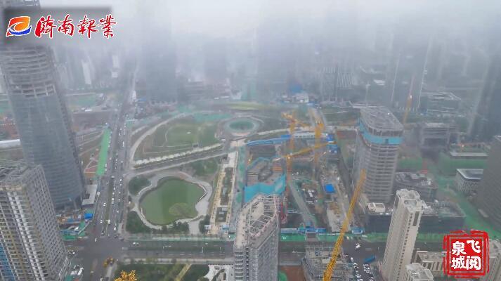 雨中泉城似仙境
