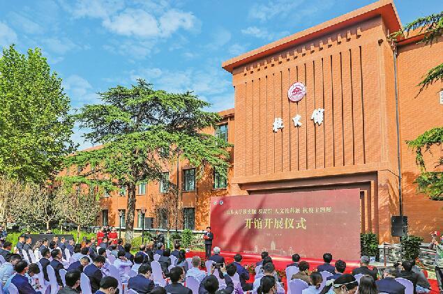 """山东大学校史馆新馆开馆 涵盖6个单元校史展和""""今日山大""""展 容纳1700余幅图片"""