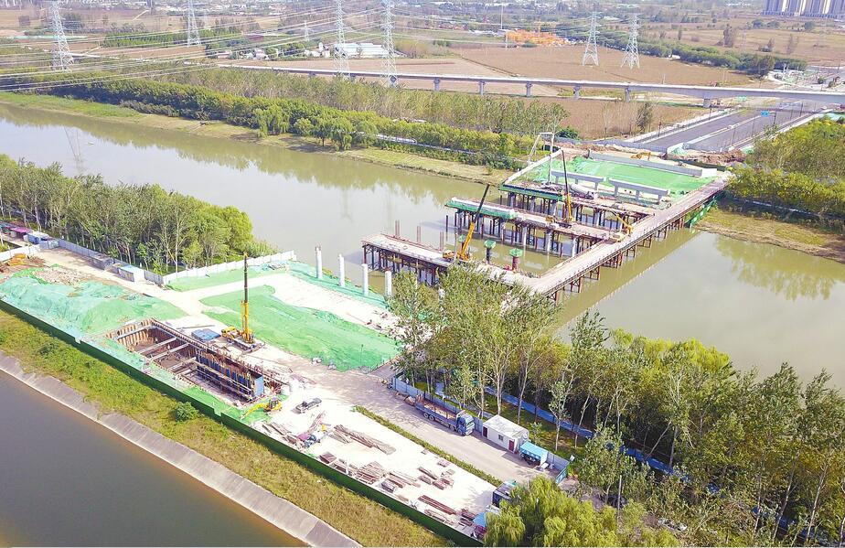 奥体中路北延跨小清河桥梁建设有序推进