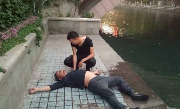正能量满格!济南泉城广场保安小哥跳河救人