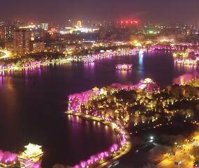 灯光璀璨大明湖