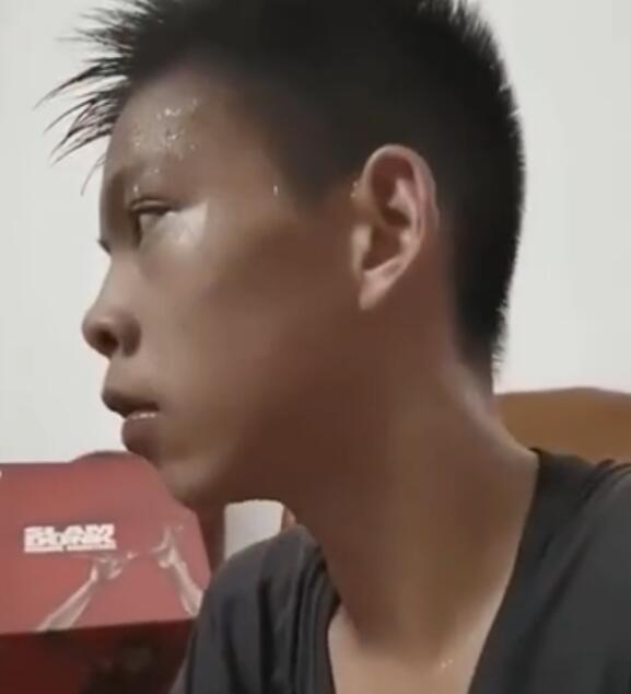 【库里寻人启事】库里寻找独臂篮球少年 独臂篮球少年刷爆全网
