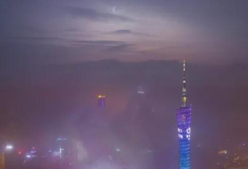 太震撼!网友拍到雷击广州塔全过程曝光,雨夜瞬间变白昼