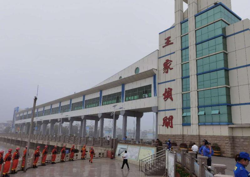 安徽淮河干流王家坝闸开闸泄洪 已超保证水位