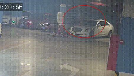 女子狂砸9辆车后让男友赔什么情况?终于真相了,原来是这样!
