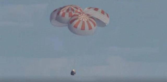 SpaceX龙飞船载2名宇航员返回地球  完成首次载人试飞任务